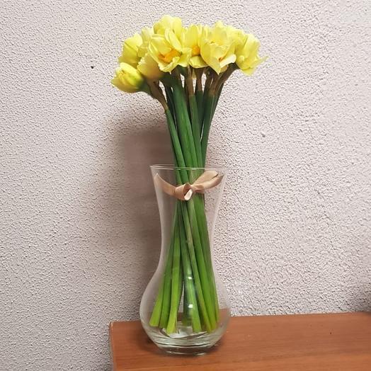 Ароматный нарцисс в вазе, прекрасные, яркие цветы: букеты цветов на заказ Flowwow