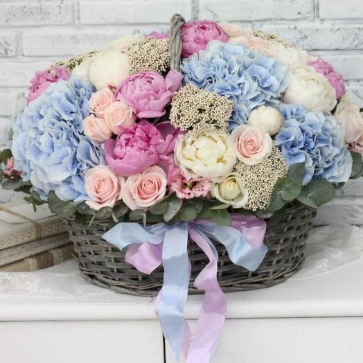 Великолепная корзина с пионами и гортензией: букеты цветов на заказ Flowwow