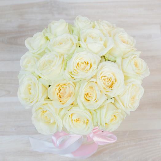 Коробка из 19 белых роз: букеты цветов на заказ Flowwow