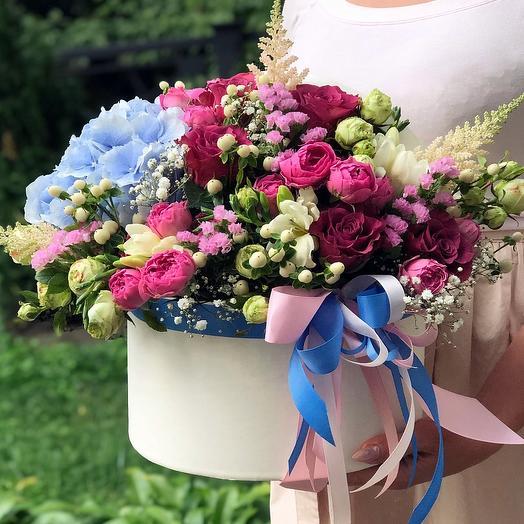 """Цветы в коробке """"Эффектное поздравление"""""""