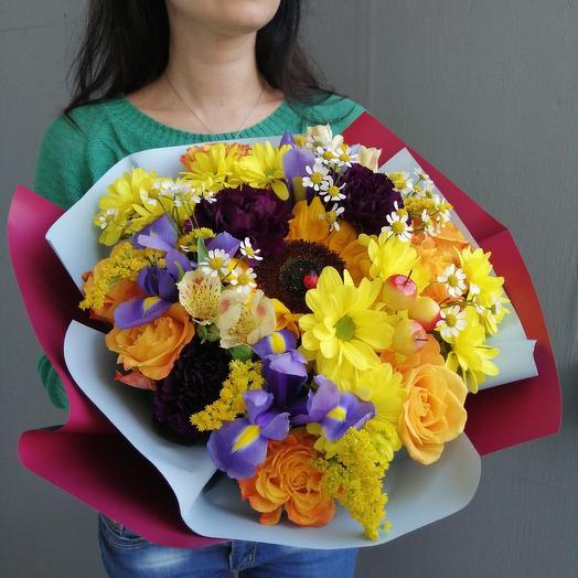 Яркий букет с подсолнухом, хризантемой, розой Солнышко: букеты цветов на заказ Flowwow