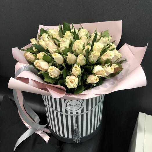 Коробка с Крымской розой: букеты цветов на заказ Flowwow