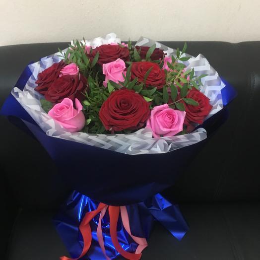 Букет из 15 роз с зеленью ( 50 см ): букеты цветов на заказ Flowwow