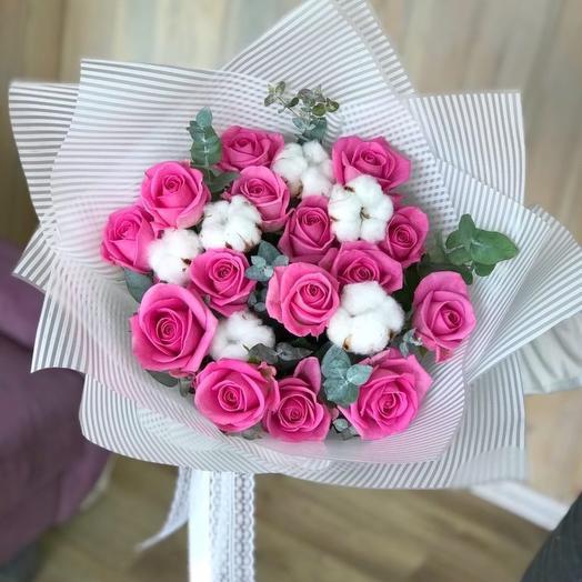 Нежный букет с хлопком и розами
