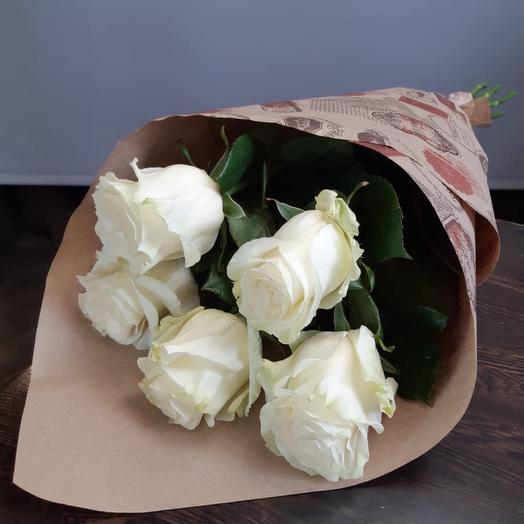 букет из 5 крупных белых роз