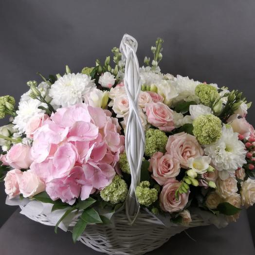 Корзина из гортензией: букеты цветов на заказ Flowwow