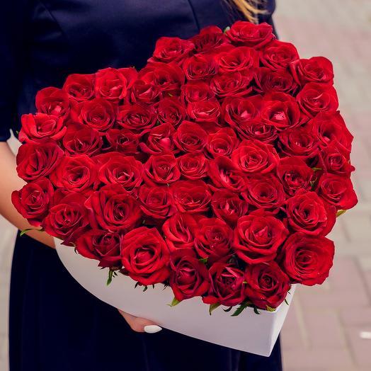 Сердце из 51 кенийской розы