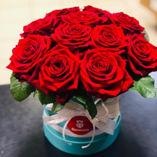 11 роз в шляпной коробке