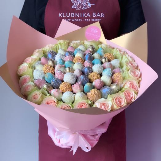 Роскошный букет из клубники в бельгийском шоколаде и роз