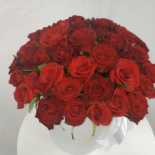 51 роза в коробке