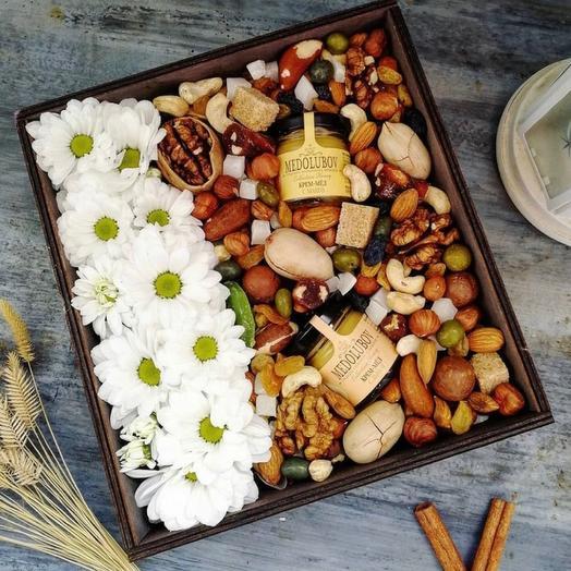 Бокс из орехов мёда и цветов