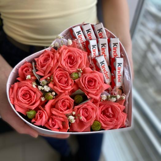 Коробочка с цветами и сладостями размер S