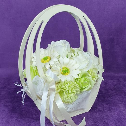 Мыльные цветы в кремовой сумочке