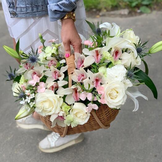 Корзина с цветами M