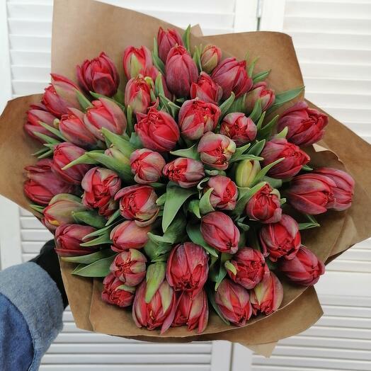 47 пионовидных тюльпанов в крафте 💕