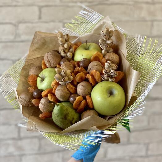 Сухофрукты с фруктами
