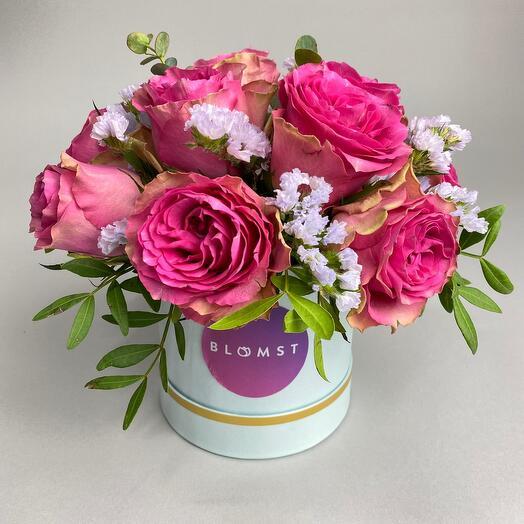 Розы и статица в коробке