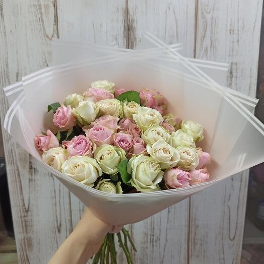 Букет из 15 Кустовых роз Эквадор