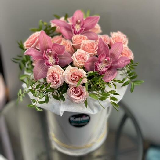 Орхидеи с кустовыми розами 😻