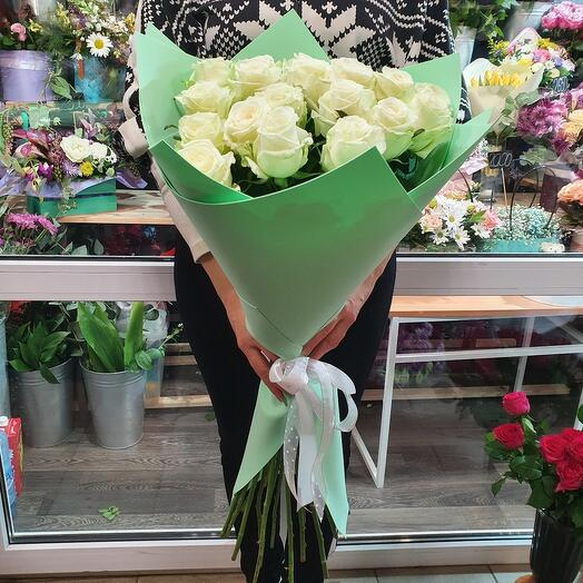 Букет 19 белых роз 80 см