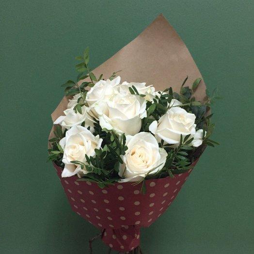 Кулек из 11 белых роз: букеты цветов на заказ Flowwow