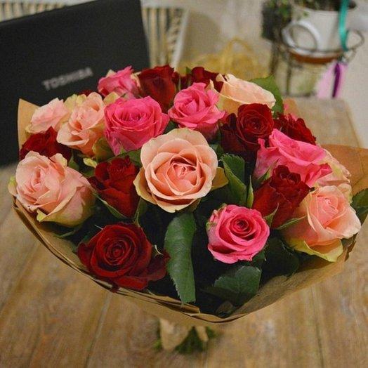 25 Кенийских роз 40 см в крафте: букеты цветов на заказ Flowwow