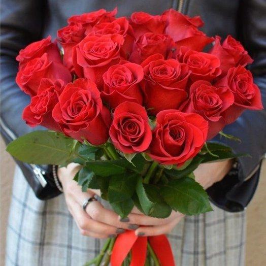Букет из 19 красных голландских роз 60 см: букеты цветов на заказ Flowwow