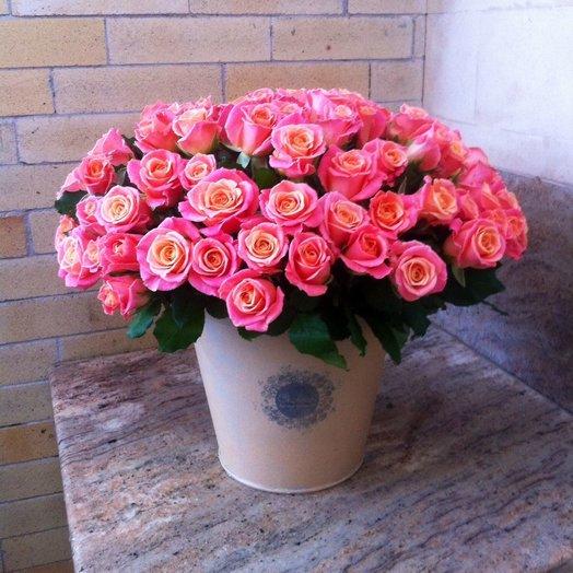 Букет в ведёрке Алёнка: букеты цветов на заказ Flowwow