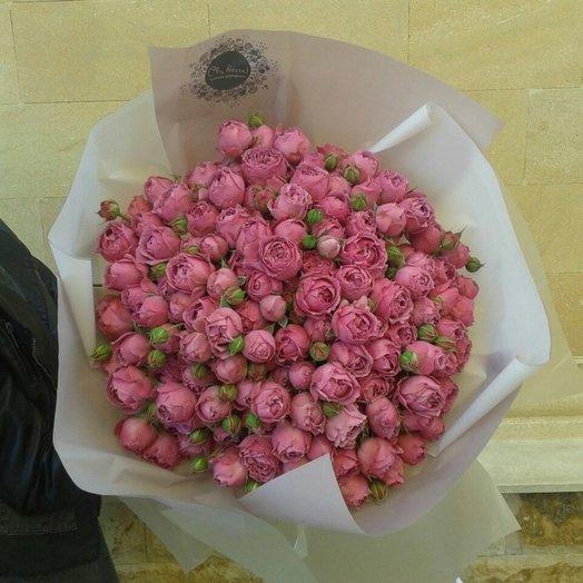 Классический букет из пионовидной розы в матовой пленке: букеты цветов на заказ Flowwow