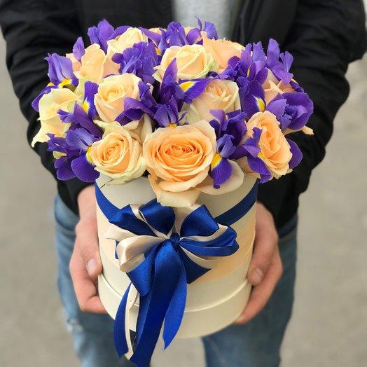 Коробки с цветами. Розы. Ирисы. N123: букеты цветов на заказ Flowwow