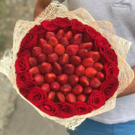 Букет. Красная Роза. Клубника. N184: букеты цветов на заказ Flowwow