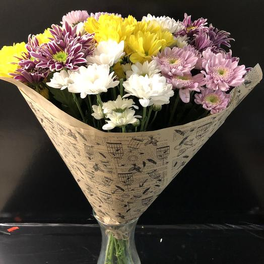 Букет разноцветных кустовых хризантем