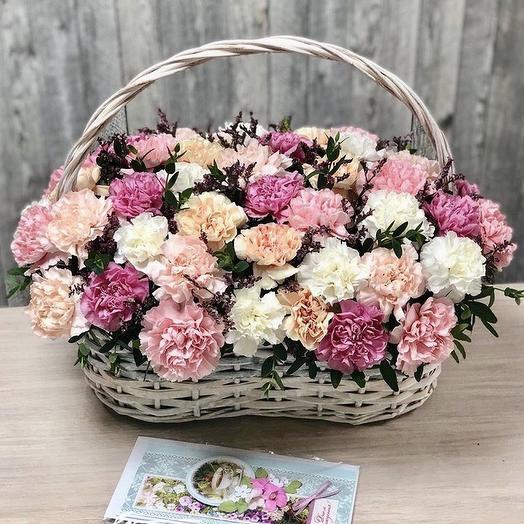 Корзина с диантусами микс: букеты цветов на заказ Flowwow