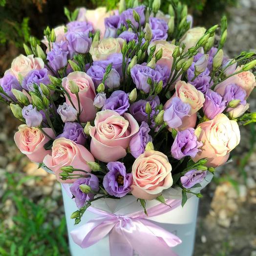 """Нежные розы и Эустома в коробке """"Особый случай"""": букеты цветов на заказ Flowwow"""