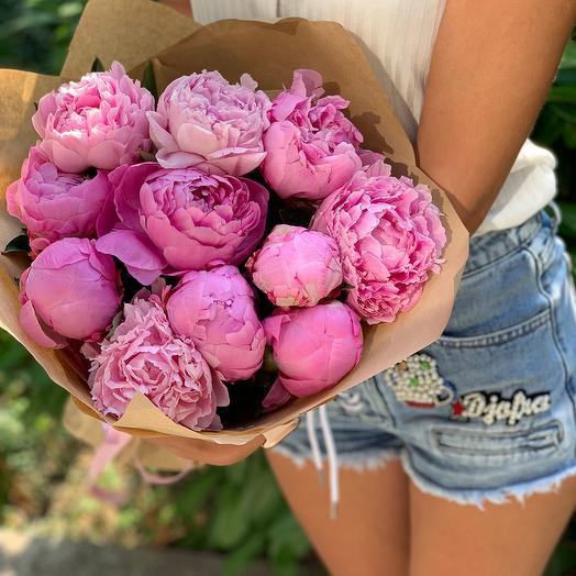 Букет из 11 розовых пионов