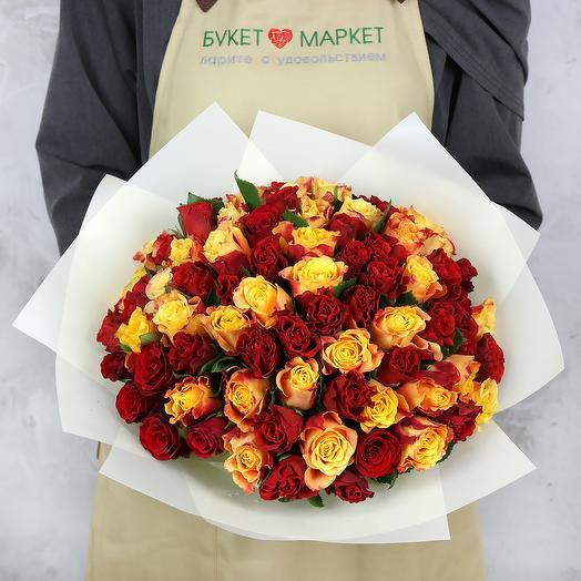 Букет из 75 кенийских роз в упаковке: букеты цветов на заказ Flowwow