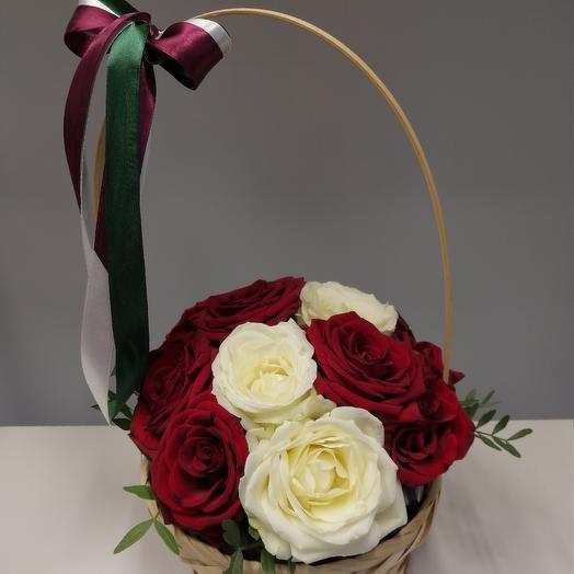 Корзинка роз: букеты цветов на заказ Flowwow