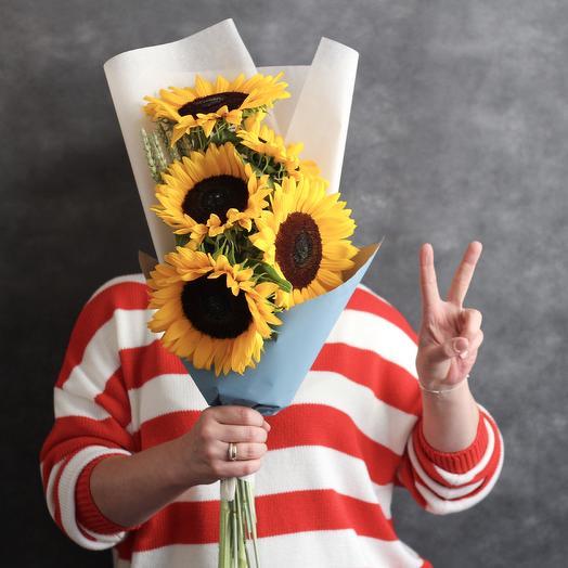 Букет на 1 сентября из подсолнухов и пшеницы: букеты цветов на заказ Flowwow