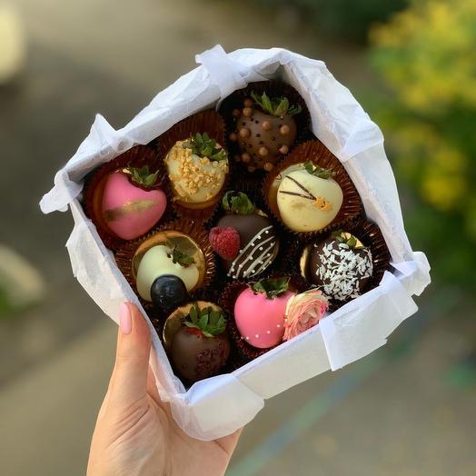 Коробка клубника в шоколаде