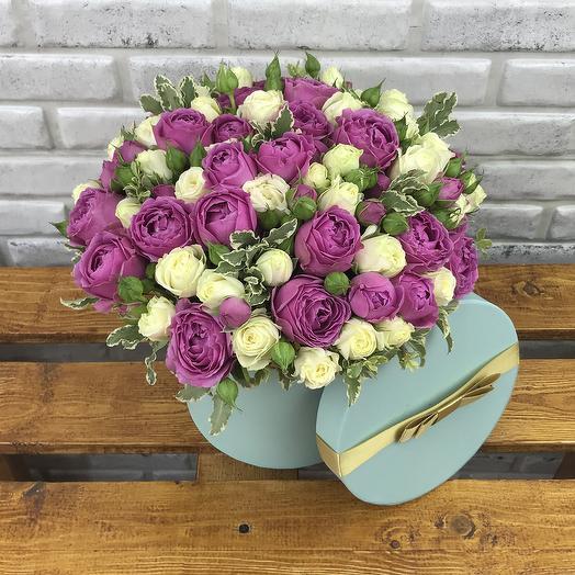 Белые и розовые пионовидные розы в коробке: букеты цветов на заказ Flowwow