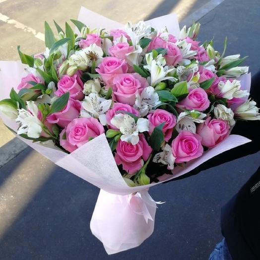 Букет из роз и альстромерий