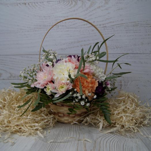 Цветные гвоздики в корзинке: букеты цветов на заказ Flowwow