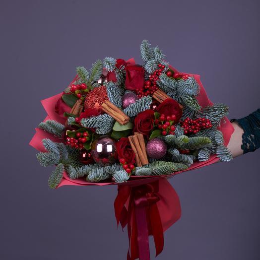 Большой новогодний букет с красными розами (стеклянная ваза в подарок, см. условия акции)