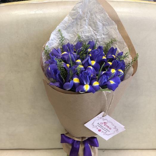 Кулёк из ирисов: букеты цветов на заказ Flowwow