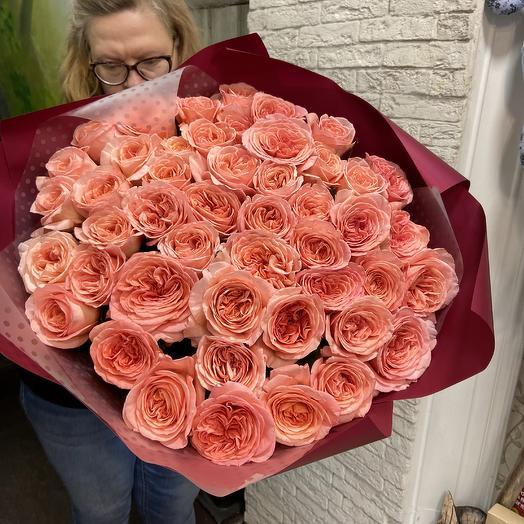 Огромный букет пионовидных роз для шикарной леди