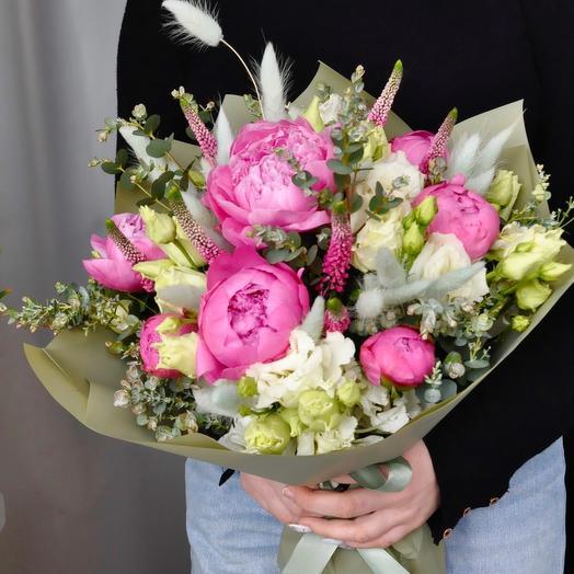 Букет с пионами и лизиантусами: букеты цветов на заказ Flowwow