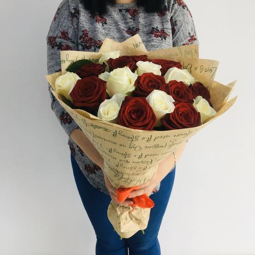 Букет изкрасных и белых роз