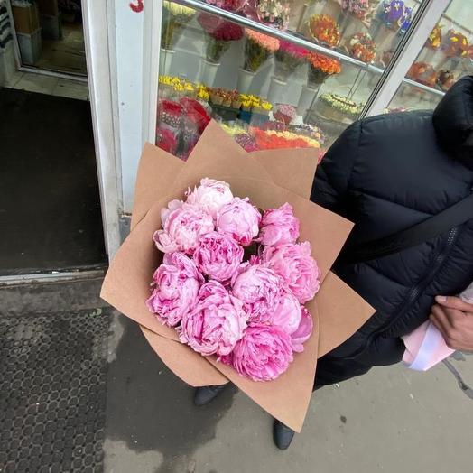 Пионы Сара Бернар розовые в крафтовой упаковке 11 Шт: букеты цветов на заказ Flowwow