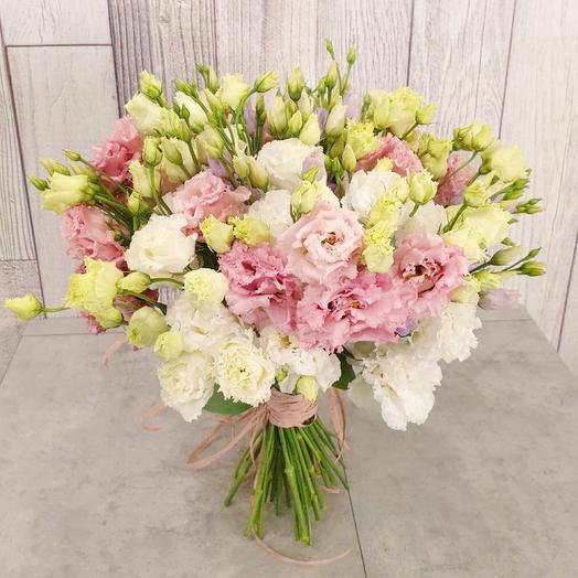 Махровые лизиантусы: букеты цветов на заказ Flowwow