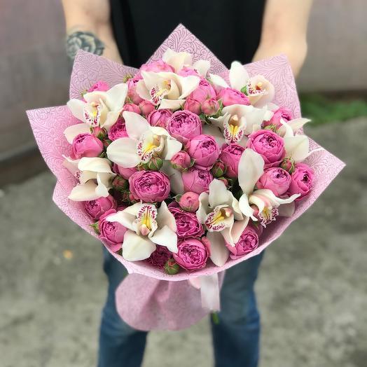 Пионовидные розы и орхидеи в букете